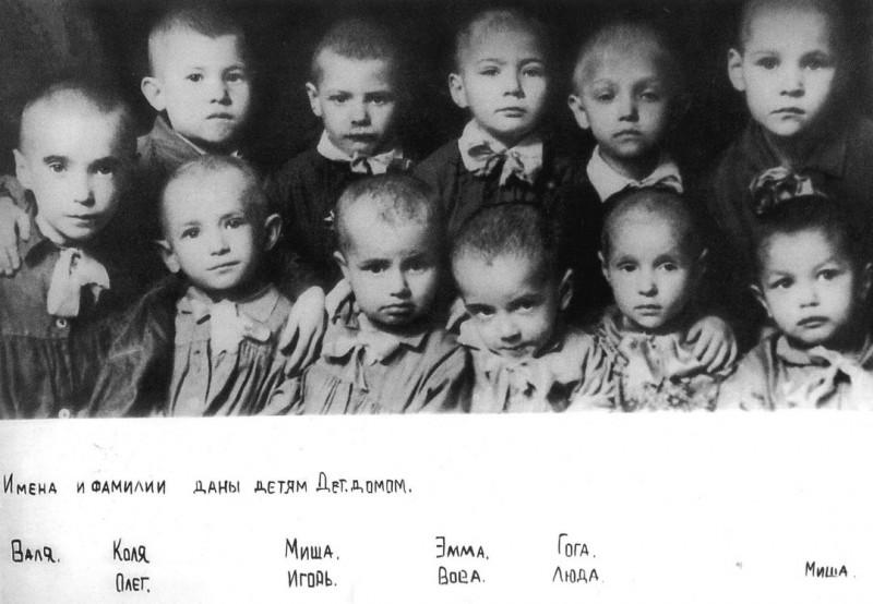 Дети из ленинградского детского дома N38, СССР, 1942 год.