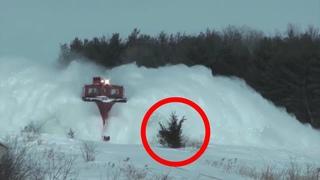 Поезд сбил сугроб 3. Снежный взрыв.