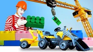 Видео для детей: учим цвета. Игры в конструктор. Веселый Клоун Гоша собирает машинки cat diy и smoby