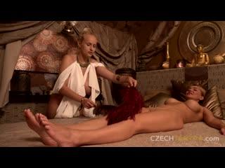 Блондинка с большими сиськами делает массаж и фистинг девочке, oil massage fist job sex porn fuck lgbt tit boob (Hort&Horny)