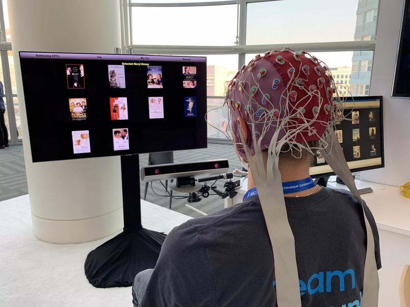 Новое устройство похоже на устройство на фото, только с той разницей, что в данном случае электроды имплантированы прямо в мозг