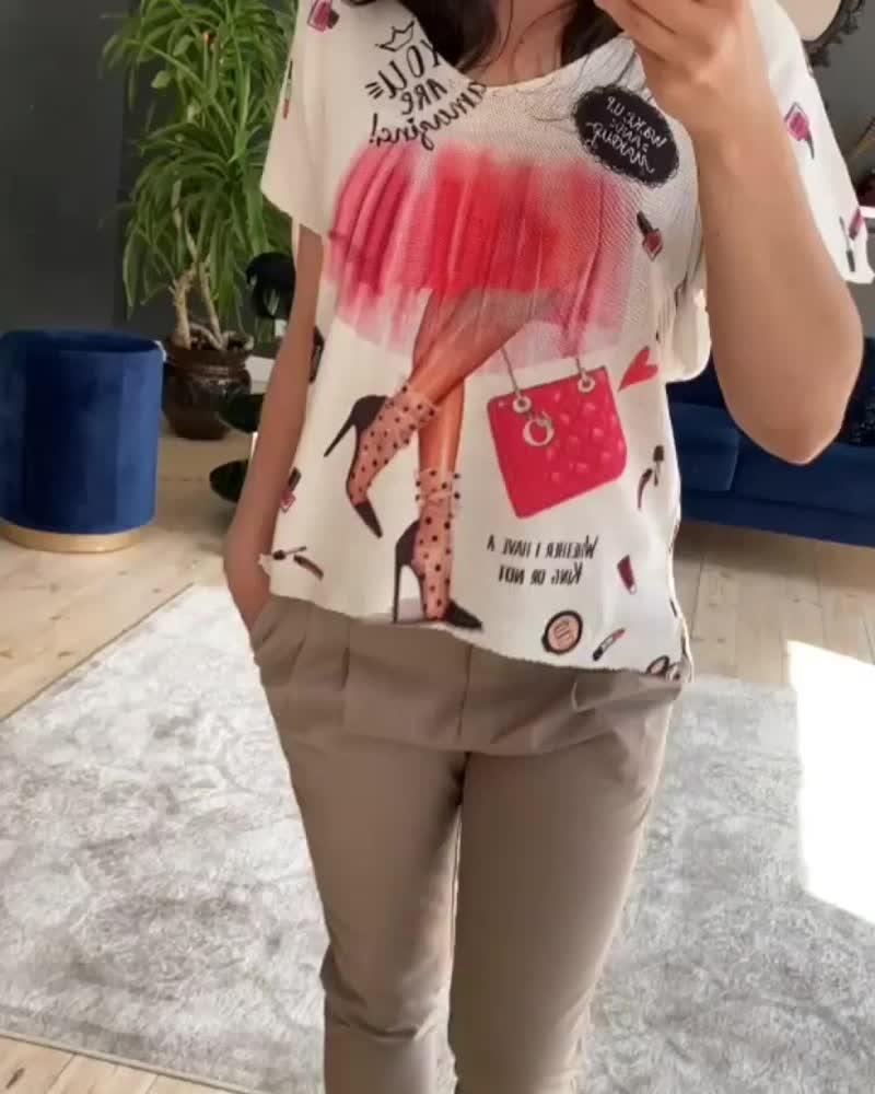 Разбавить свой гардероб, такими вот яркими и женственными футболками, сейчас очень  кстати 😉👍⠀Скоро тепло, скоро солнышко, ско