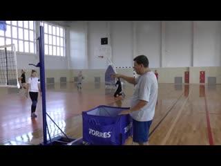 Обучение волейболу. Девушки. Упражнение на отработку атаки и защиты.mp4