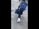 Встретили мальчика идя в школу! Жажда к знаниям она такая Не важно на чем главное доехать Самостоятельный👍😀 !
