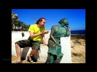 People having fun with statues - right moment pics compilation