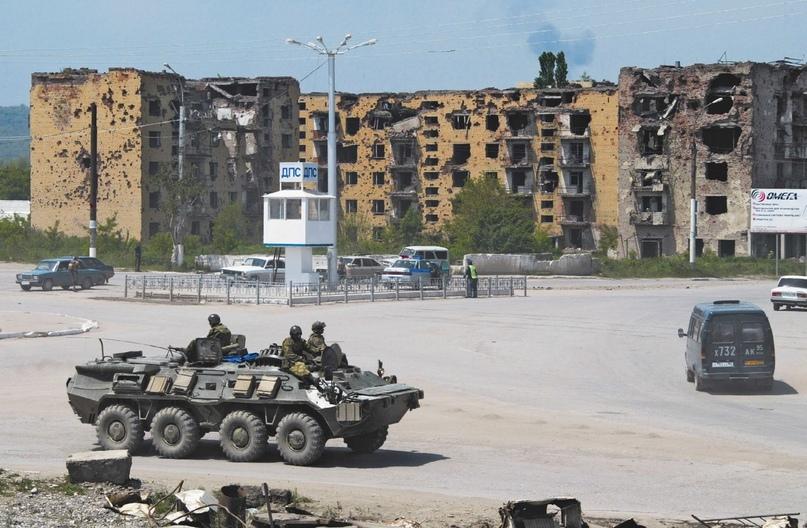 ВИД ПЛОЩАДИ МИНУТКА В ГРОЗНОМ. Чеченская Республика. 15 мая 2002 года