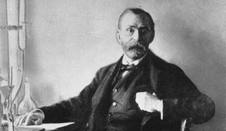 Впервые начавший использовать нитроглицерин в своем изобретении динамита, Альфред Нобель подарил миру первое серийное использование взрывчатых веществ Первоначально его изобретение убило его
