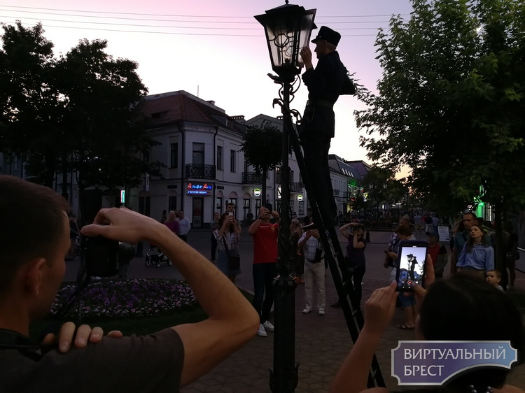 Стену пожеланий открыли в Бресте на Советской. Что уже написали гости и жители города?
