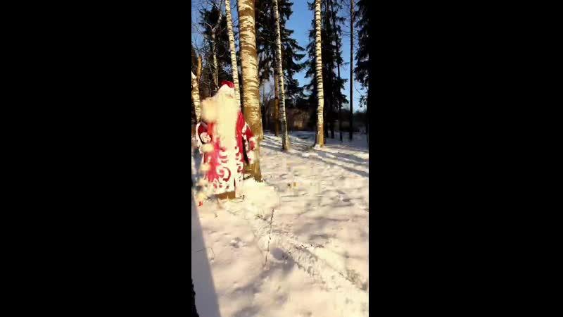 Дедушка Мороз спешит в парк ЛихоЛесье принимать гостей в своей сказочной избе
