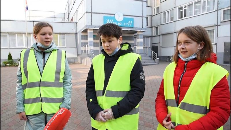 Юные инспекторы вручили светоотражатели ученикам школы № 41 Вологды