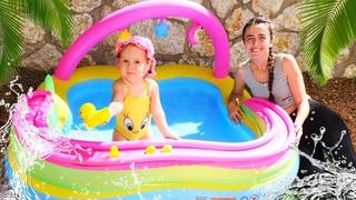 Anne Vlog. Havuz oyunu. Sevcan Derin için bahçede ve balkonda havuz şişiriyor!