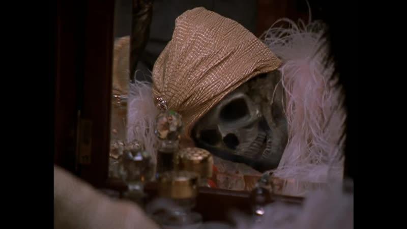 Мадам Визаж возвращают её собственное лицо Отрывок из сериала Боишься ли ты темноты