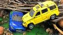 Мультики про машинки. Полиция и Автокран спасают Джип и Гоночную машинку из болота