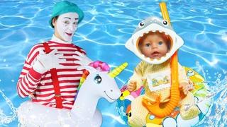 ¡Las vacaciones en la playa! Vídeos de juguetes. Juegos con bebés Baby Born.
