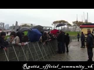 Роб приезжает на пресс-конференцию в Барселоне и раздает автографы фанатам (фэн-видео)