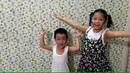 Gia Linh và em Cò đã cố gắng dán giấy trang trí xong phòng trọ của mình