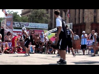 HOTC Play of the Day - Yura Torop ball fake + and one dunk on defender!