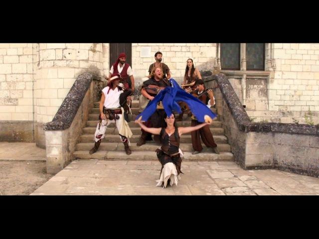 Medieval music. Middle ages. Bagpipes ! Drums ! Les Compagnons du Gras Jambon.