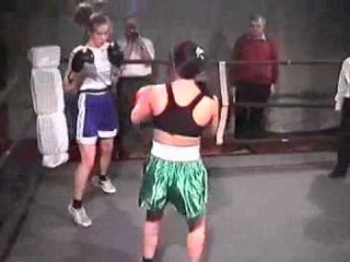 dww eu064 : Chrissie vs Rada - female boxing match