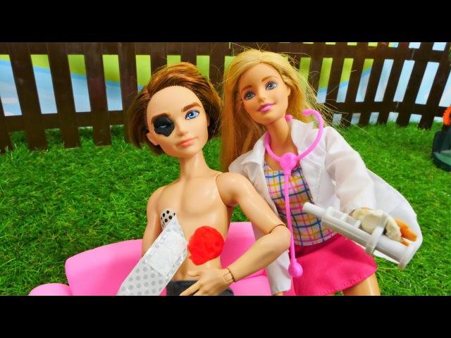 Барби вызвала врача: ПЕРВАЯ ПОМОЩЬ Кену и Маклу. Доктор Синди на месте АВАРИИ. Му