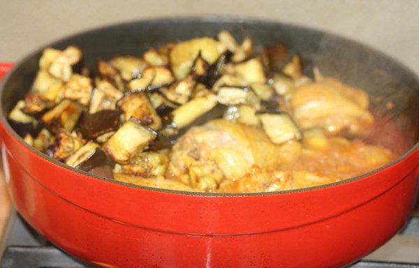 Тушеная курица с помидорами и баклажанами, изображение №5