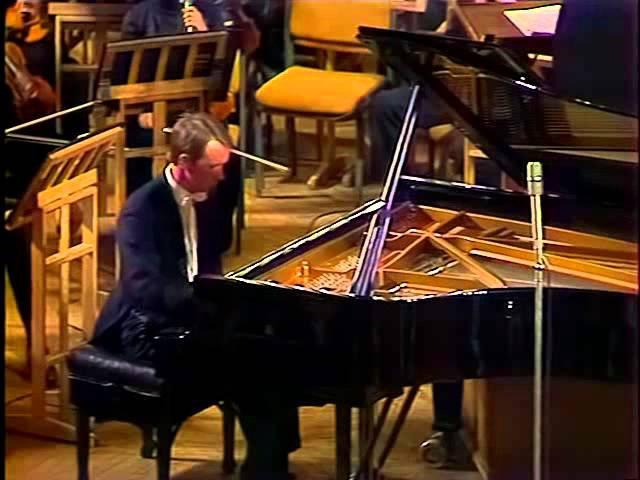Mikhail Pletnev plays Rachmaninoff Piano Concerto no. 1 - video 1983