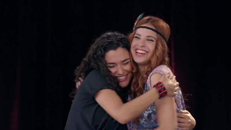 Violetta Momento Musical Camila y Naty cantan Encender Nuestra Luz