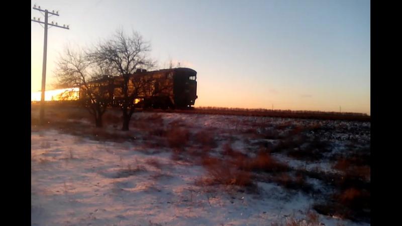 Тепловоз 2ТЕ10ут 0018 с первым рейсом скорого поезда №134 Николаев Ивано Франкововск прибывает на станцию Белая Криница