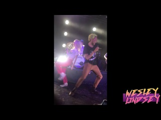 SINGING MISERY BUSINESS ON STAGE WITH PARAMORE