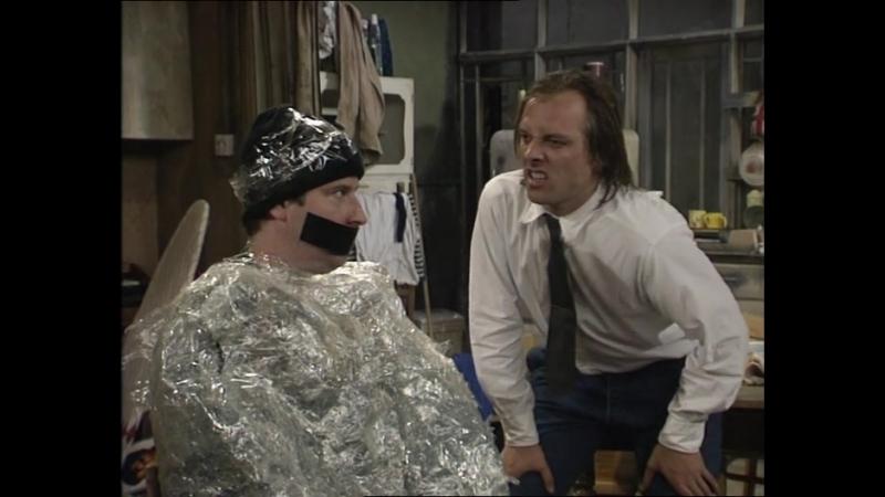 Сериал Дно Bottom 2 сезон 2 серия 1992 год