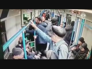 Кавказцы избили полицейского