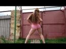 Русская малолетка школьница крутит попой танцует тверк в коротких розовых шортах