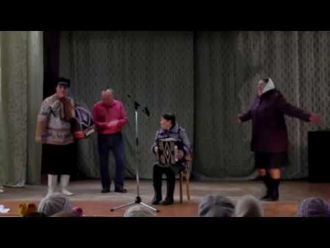 Гармонистка на концерте Чешуина Андрея