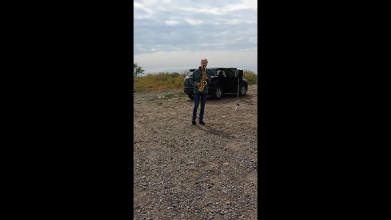 Саксофонист на набережной Таганрога 2