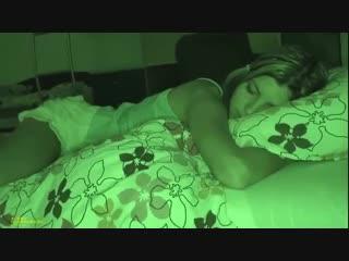 Брат трахнул спящую сестру (девочка solo 2019 брюнетка блондинка инцест брат сестра милф мастурбирует спит дрочит дилдо)