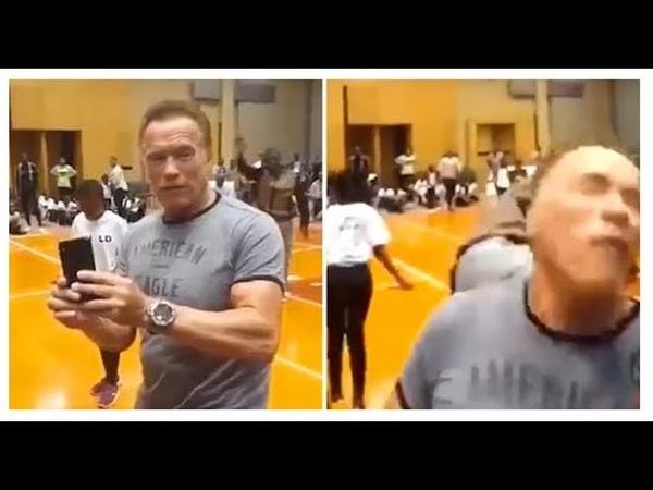 Arnold Schwarzenegger gets attacked in South Africa saldırıya uğradı