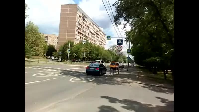 Москва 332 купавенский пруд сквер парк около улица Перовская первая 1-я Владимирская ул. летом днем