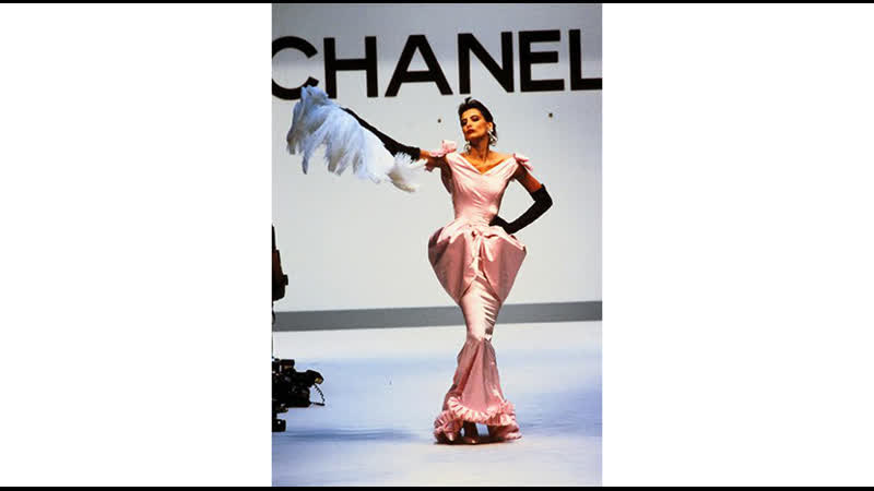 Inès wear dress CHANEL Haute Couture Collection Fall 1987