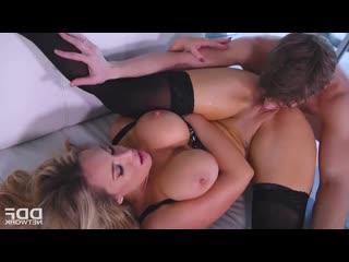 Секс с зрелкой с большими сиськами и большими половыми губами