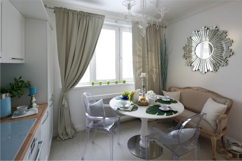 Бежевые длинные шторы на кухне без балкона