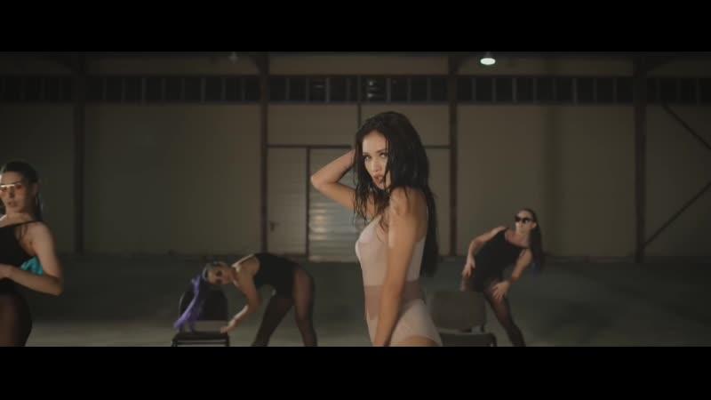 Айжан Байзакова танцует