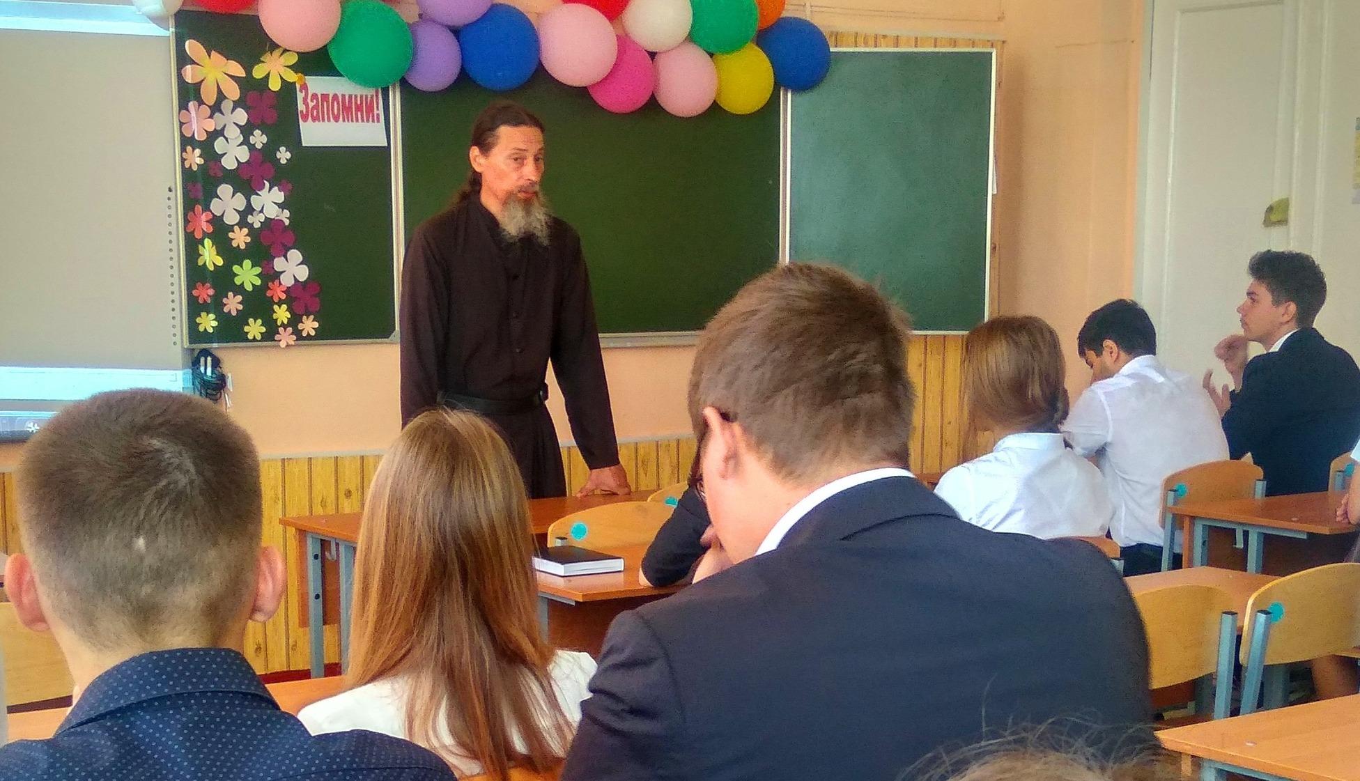 Священник провел беседу посвященную  Дню трезвости в школе №11 станицы Запорожской