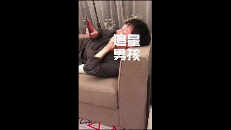Инь Чжэн радуется автографу Ямады Такаюки