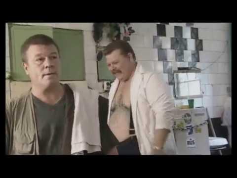 Дукалис в бане сдаёт оружие в сейф из сериала Улицы разбитых фонарей Менты 3