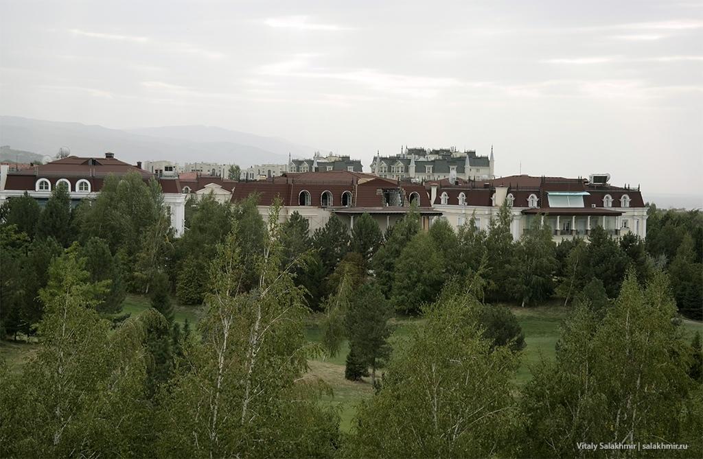 Особняки на запад от Парка первого президента, Алматы 2019