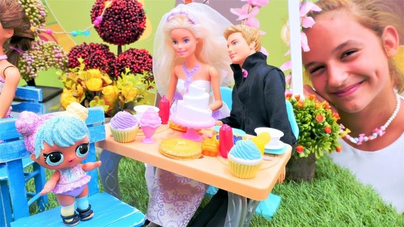 Куклы ЛОЛ на свадьбе Барби и Кен поженились Видео для девочек