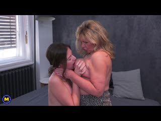 Mature Alisha loves to scissor, lick, kiss and getting fucked by a strapon by young Alessandra(2019)