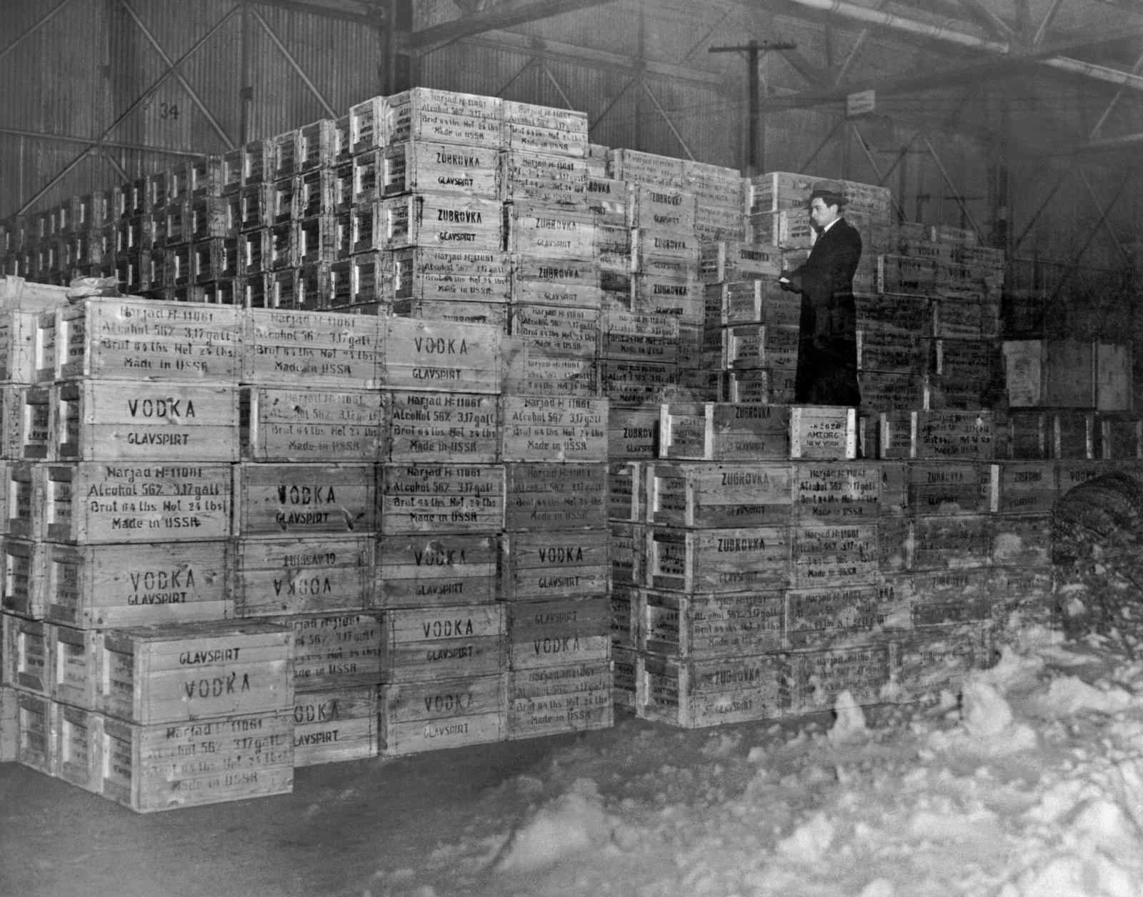 Первая партия водки из СССР после окончания действия сухого закона, Нью-Йорк, 1934 г