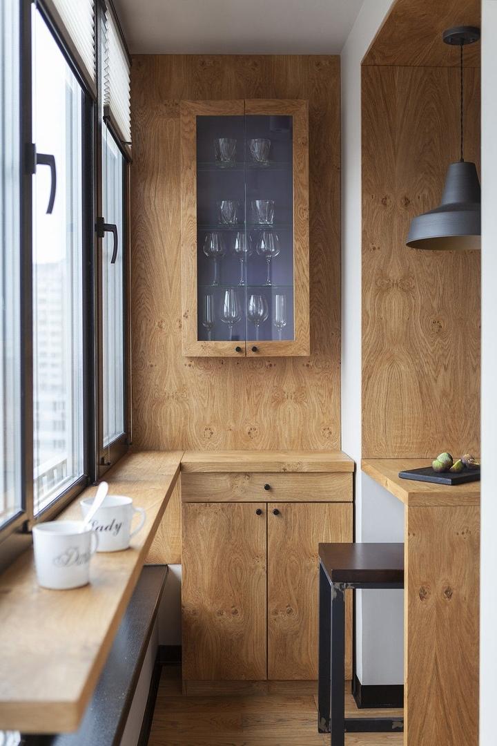 Лаконичный деревянный интерьер квартиры с видом на ВДНХ от Ольги Подольской