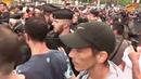 Démissionne Des sifflets ont été entendus quelques minutes après l'arrivée de Macron sur les Cham